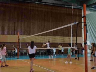 Τα παιδιά με τη σχολική τους εκδρομή θα παίξουν και Volley
