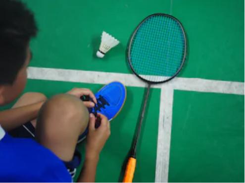 τα παιδια στο οακα παίζουν και Badminton