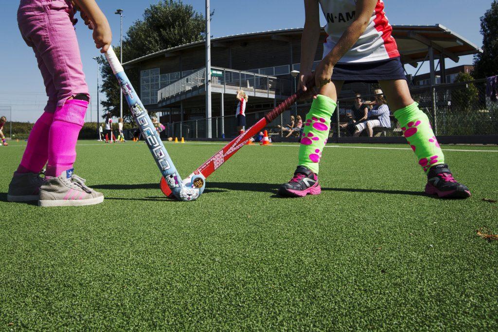 Χόκει Επι χόρτου ειναι ένα απο τα αθλήματα που θα παίξουν τα παιδιά